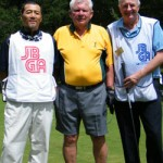 David Blyth (ctr) and caddie Gary McInnes (r)