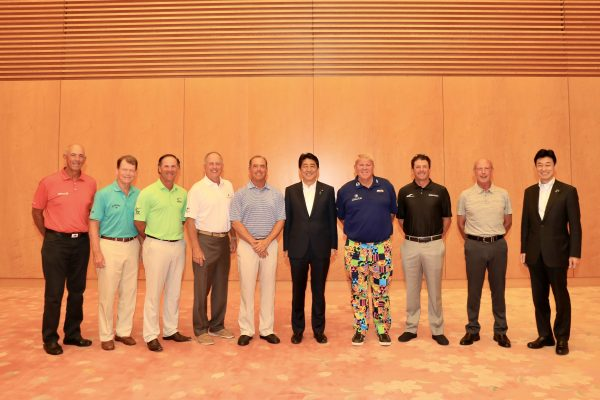 From left, Tom Lehman, Tom Watson, Scott McCarron, Jay Haas, Olin Brown, Japan Prime Minister Shinzo Abe, John Daly, Billy Andrade, Larry Nelson and Deputy Chief Cabinet Secretary Yasutoshi Nishimura.
