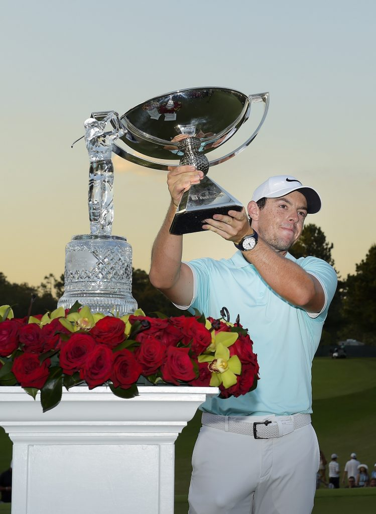 Rory McIlroy lifts the FedExCup trophy (Photo by Stan Badz/PGA TOUR)