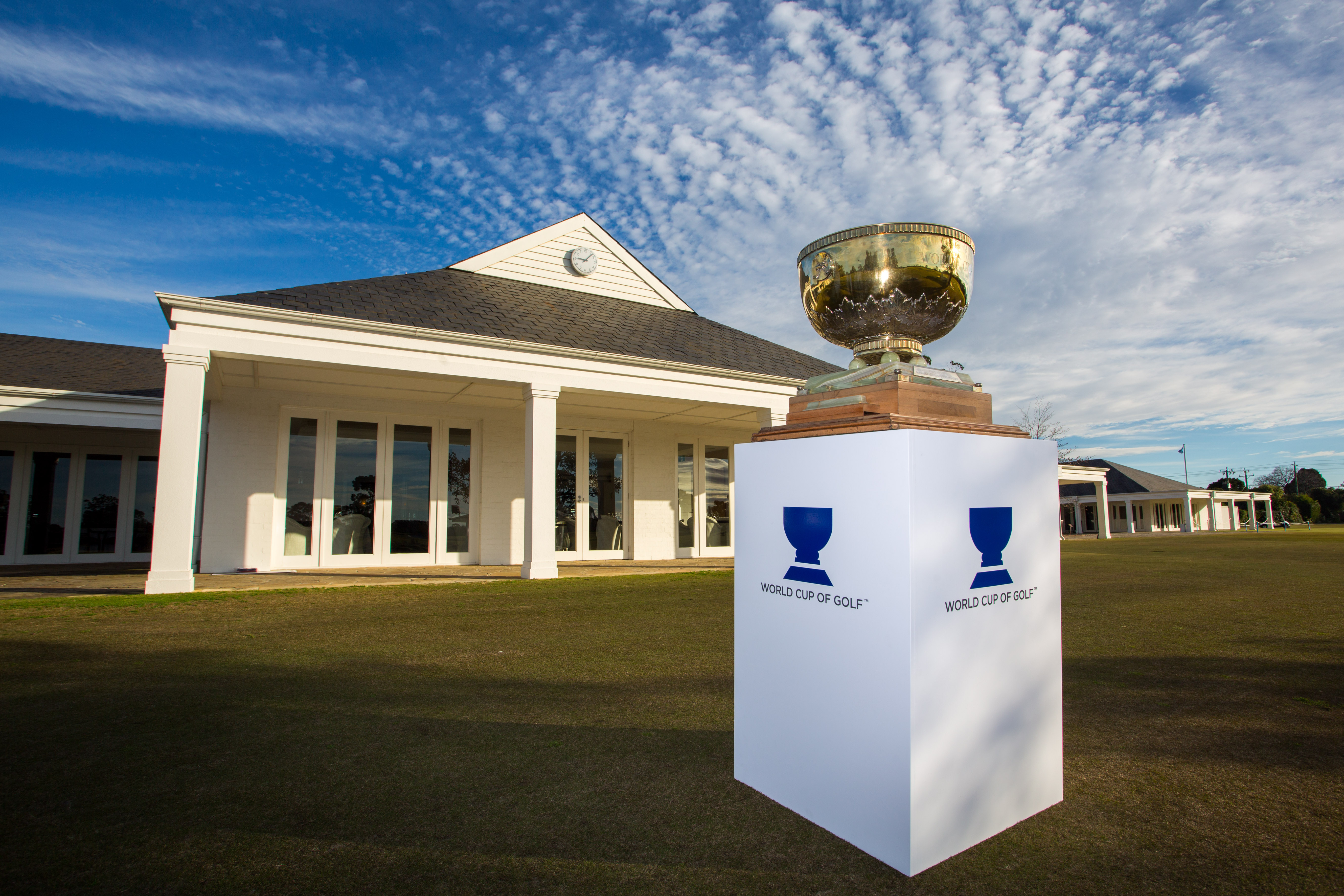 Kingston Heath Golf Club Clubhouse and WCoG trophy