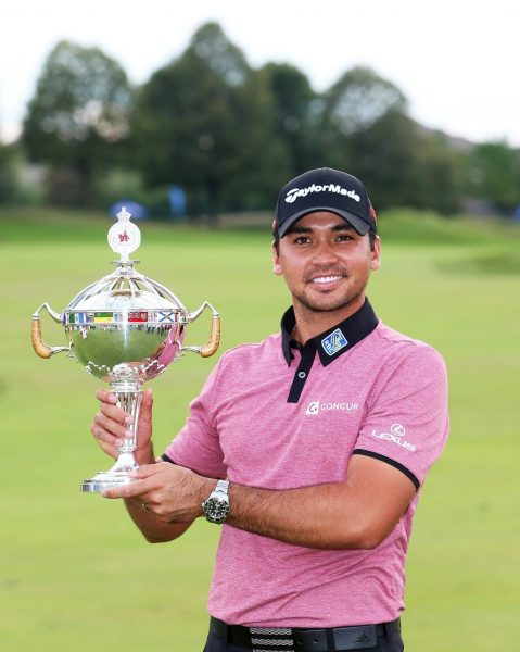 Jason Day with the Canadian Open trophy (Getty)