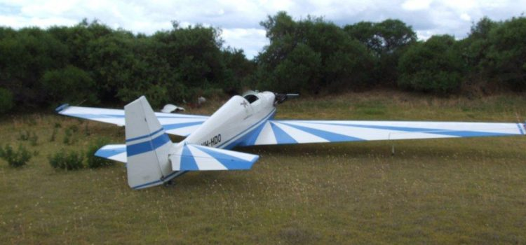 Talk about a Drop Zone: Plane lands on Perth driving range